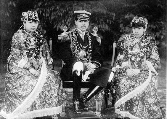 King Tribhuwan with his wives